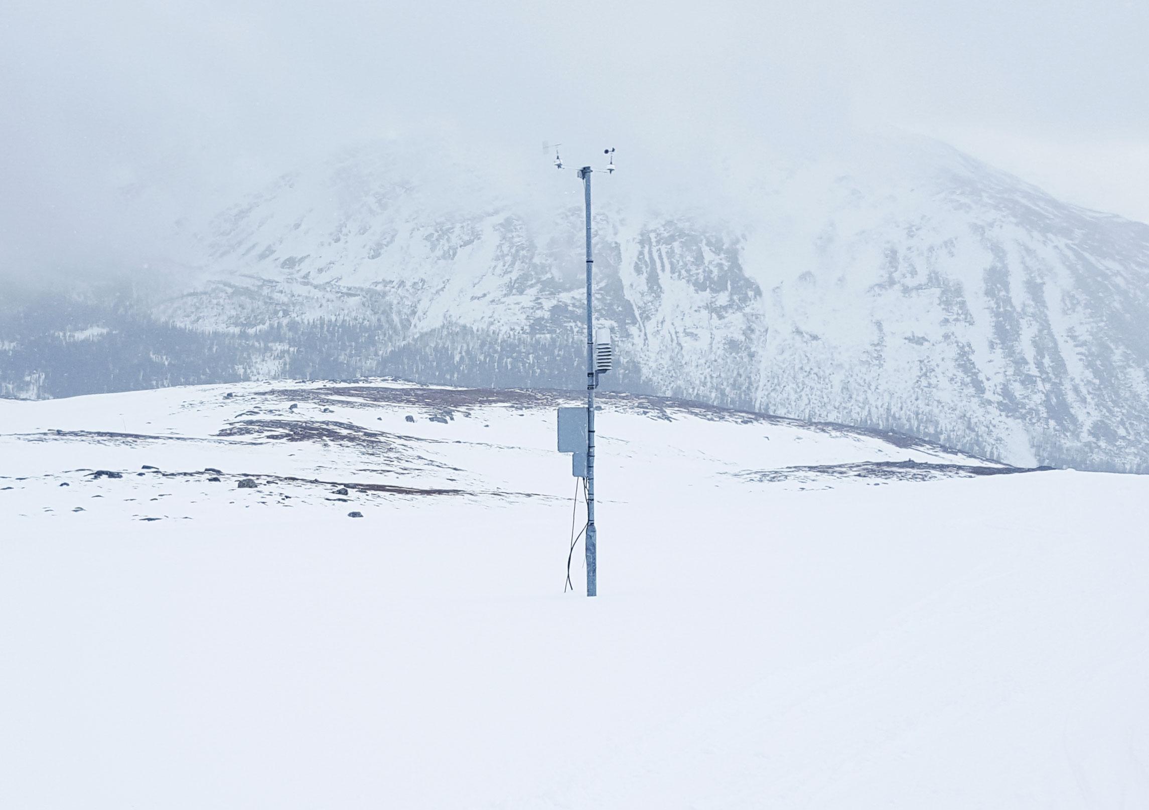 Väderstation på berget vid Bydalens skidanläggning.